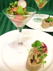 海老とブロッコリーのサラダ ポークリエットそば粉のガレット巻き