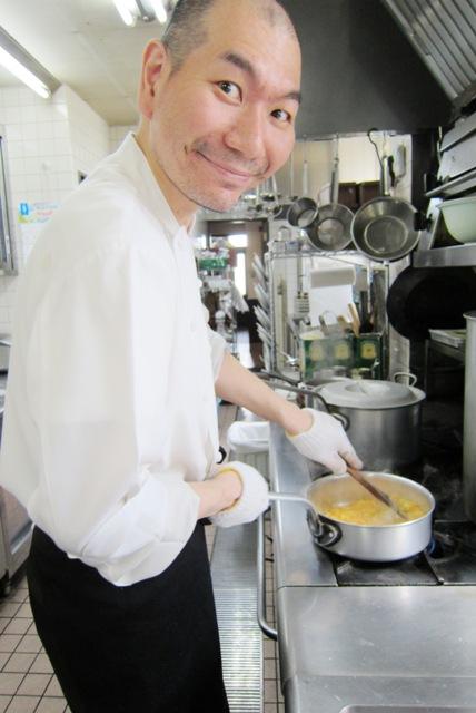 毎日厨房でお料理作ってますよ♪