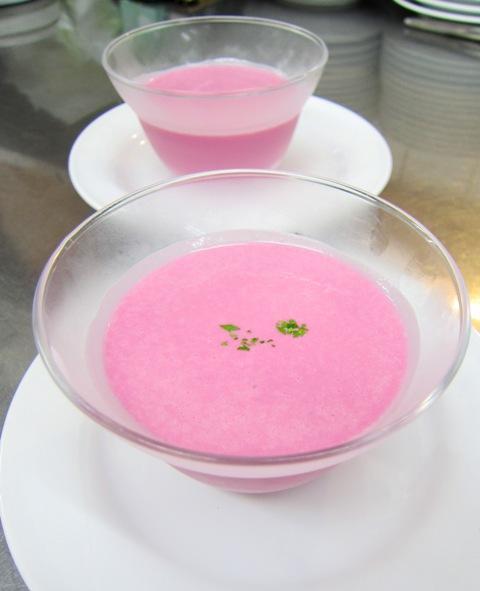 初夏の食材 ビーツの冷たいクリームスープ